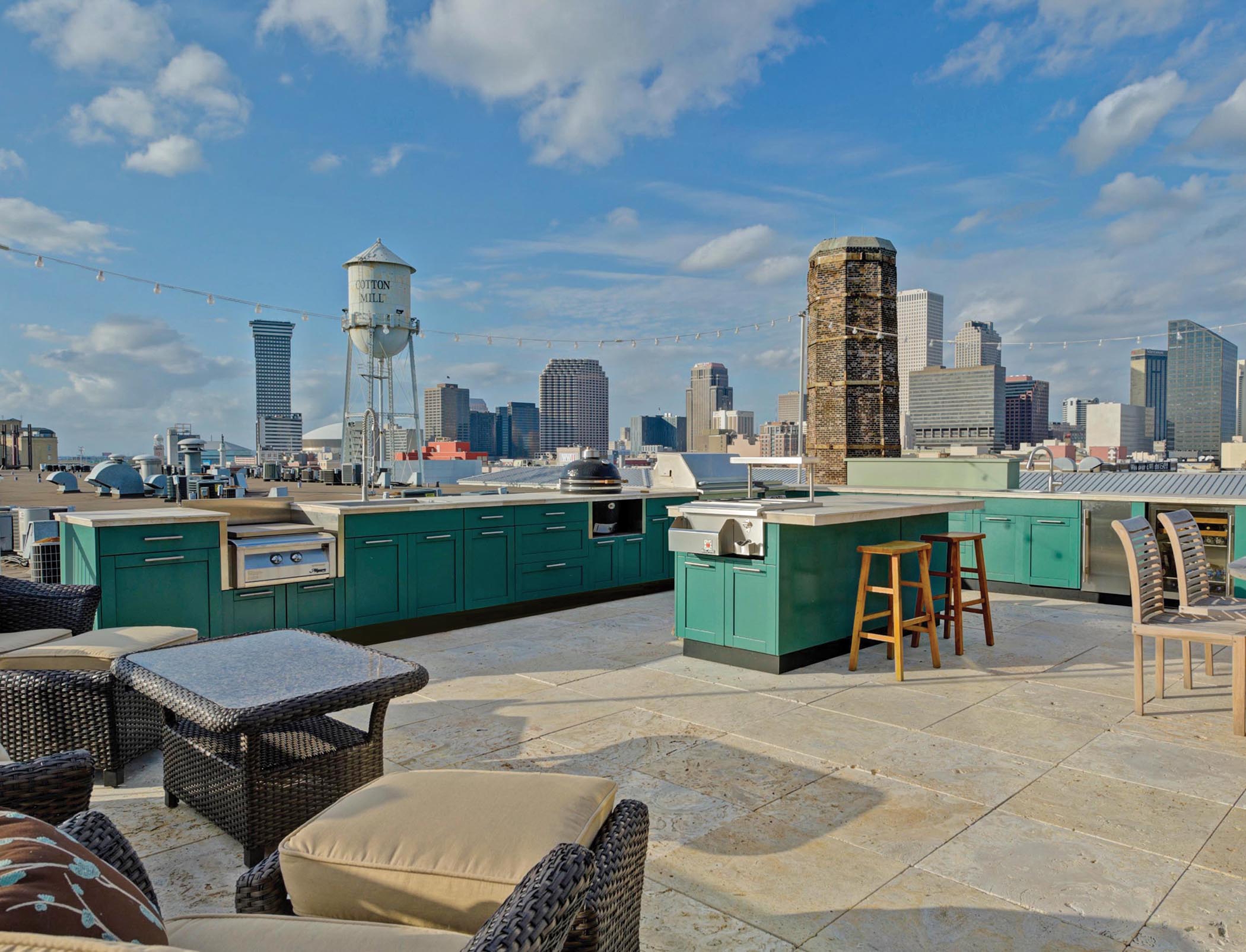 Rooftop Outdoor Kitchens in Urban Spaces | Commercial Construction ...